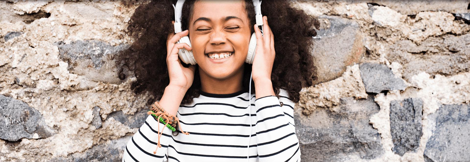 Imagem - O perigo do uso de fones de ouvido em crianças